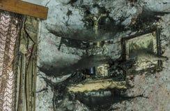 Σταυρός στη γωνία με τους ιστούς αράχνης στοκ φωτογραφία