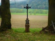 Σταυρός στη φύση Στοκ εικόνα με δικαίωμα ελεύθερης χρήσης