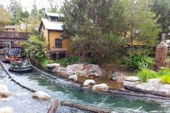 Σταχτιά έλξη Rafting ποταμών στην περιπέτεια Καλιφόρνιας της Disney Στοκ Εικόνες