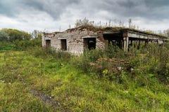 Σταύλος σε ένα εγκαταλειμμένο αγρόκτημα στοκ φωτογραφία