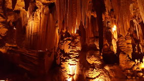 Σταλακτίτες, σταλαγμίτες και στήλες στα σπήλαια Luray, Βιρτζίνια στοκ φωτογραφία με δικαίωμα ελεύθερης χρήσης