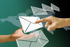 Στείλετε το ηλεκτρονικό ταχυδρομείο στοκ εικόνες με δικαίωμα ελεύθερης χρήσης