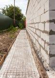 Στεγανοποίηση ιδρύματος, εμπόδιο ατμού χτίζοντας το σπίτι νέο Στοκ Εικόνες