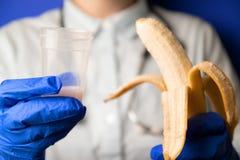 Στειρότητα Γιατρός Ανάλυση σπέρματος Έννοια του σπέρματος τράπεζας στοκ φωτογραφίες