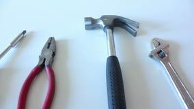 στενά παλαιά σκουριασμένα γρατσουνισμένα εργαλεία χεριών επάνω φιλμ μικρού μήκους