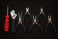 στενά παλαιά σκουριασμένα γρατσουνισμένα εργαλεία χεριών επάνω Στοκ Εικόνα