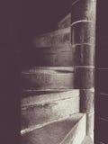 Στενά σπειροειδή σκαλοπάτια Στοκ φωτογραφία με δικαίωμα ελεύθερης χρήσης