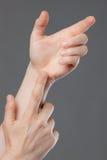στενά χέρια που δεν κρατούν τίποτα επάνω στοκ εικόνες