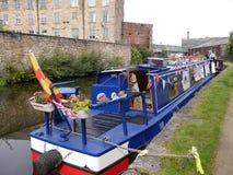 Στενές βάρκες καναλιών στον εορτασμό 200 ετών του καναλιού του Λιντς Λίβερπουλ σε Burnley Lancashire Στοκ φωτογραφία με δικαίωμα ελεύθερης χρήσης