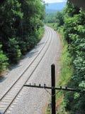 στενές διαδρομές σιδηροδρόμου γραμμών ημέρας δύο επάνω Στοκ εικόνες με δικαίωμα ελεύθερης χρήσης