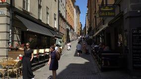 Στενές οδοί στην παλαιά πόλη Gamla Stan στη Στοκχόλμη απόθεμα βίντεο