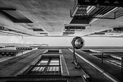 Στενές οδοί στο κέντρο της πόλης της Βαρκελώνης Στοκ Φωτογραφίες