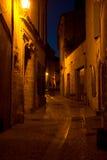 Στενές πάροδοι σε Uzes Γαλλία τή νύχτα Στοκ εικόνες με δικαίωμα ελεύθερης χρήσης