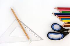 στενές σχολικές προμήθειες μοιρογνωμόνιων πυξίδων επάνω πίσω σχολείο απομονωμένο λευκό χαρτι&ka στοκ φωτογραφία