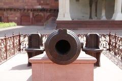 Στενή άποψη του βαρελιού κανόνων της εκλεκτής ποιότητας Canon στο οχυρό Agra Στοκ Εικόνα