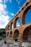 Στενή άποψη του Pont-du-Gard της κατακορύφου υδραγωγείων Στοκ Φωτογραφίες