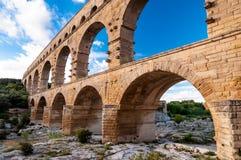 Στενή άποψη του Pont-du-Gard του υδραγωγείου οριζόντια Στοκ φωτογραφία με δικαίωμα ελεύθερης χρήσης