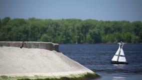 Στενή δίοδος στον ποταμό Βόλγας απόθεμα βίντεο