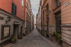 Στενή αλέα σε Stocholm στοκ φωτογραφίες