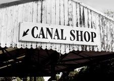 Στενή βάρκα καναλιών - το κατάστημα Στοκ Φωτογραφίες