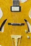 στενή κιθάρα επάνω κίτρινη Στοκ Φωτογραφίες