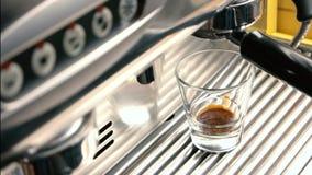 στενή μηχανή καφέ επάνω φιλμ μικρού μήκους