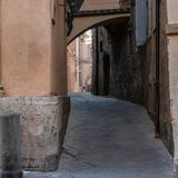 Στενή οδός στην παλαιά πόλη, Σιένα, Ιταλία Στοκ Εικόνες