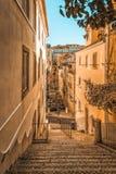 Στενή οδός της Λισσαβώνας Στοκ Φωτογραφίες