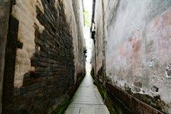 Στενή οδός πορειών, αρχαίος τοίχος του του χωριού τοίχου της Κίνας στοκ φωτογραφίες με δικαίωμα ελεύθερης χρήσης