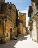 Στενή οδός σε Castelvetrano, νησί της Σικελίας Στοκ εικόνες με δικαίωμα ελεύθερης χρήσης