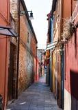 Στενή οδός στην Ιταλία Στοκ Εικόνες