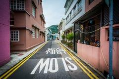 Στενή οδός στο χωριό Shek Ο, στο νησί Χονγκ Κονγκ, Χονγκ Κονγκ Στοκ φωτογραφία με δικαίωμα ελεύθερης χρήσης