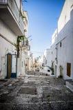 Στενή παλαιά αστική οδός στα ιταλικά πόλη Στοκ Εικόνες
