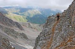 Στενή πορεία βουνών στοκ φωτογραφίες με δικαίωμα ελεύθερης χρήσης