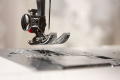 στενή ράβοντας σαΐτα βελόν& Στοκ φωτογραφίες με δικαίωμα ελεύθερης χρήσης