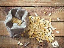 στενοί σπόροι κολοκύθας τροφίμων ανασκόπησης επάνω Στοκ Φωτογραφία