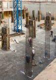 Στενοί op της οικοδόμησης των καινούργιων σπιτιών Στοκ Εικόνες