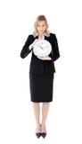 Στενοχωρημένη επιχειρηματίας που κρατά ένα ρολόι Στοκ Φωτογραφίες