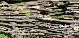 Στενοχωρημένη χαλασμένη ξύλινη σύσταση στις σκιές άσπρος και γκρίζος στοκ εικόνα