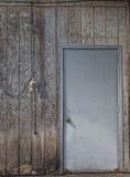 Στενοχωρημένο φόντο τοίχων και πορτών Στοκ φωτογραφία με δικαίωμα ελεύθερης χρήσης