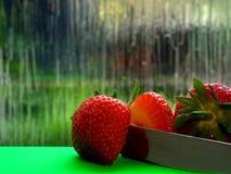Στενός ένας επάνω μισής φράουλας στοκ φωτογραφία με δικαίωμα ελεύθερης χρήσης