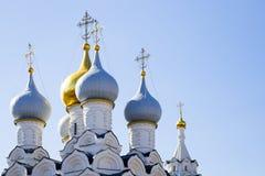 Στενός επάνω θόλων καθεδρικών ναών χριστιανικός θόλος εκκλησιών Στοκ εικόνες με δικαίωμα ελεύθερης χρήσης