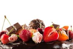 Στενός επάνω κέικ σοκολάτας φρούτων Στοκ φωτογραφία με δικαίωμα ελεύθερης χρήσης