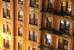 Στενός επάνω κτηρίου διαμερισμάτων πόλεων της Νέας Υόρκης Στοκ Εικόνες