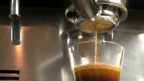 Στενός επάνω μηχανών Espresso απόθεμα βίντεο