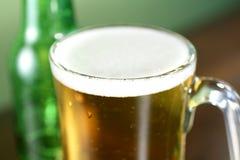 στενός επάνω μπύρας στοκ εικόνες