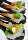 Στενός επάνω πιατελών μιγμάτων θαλασσινών, μπουφές θαλασσινών, θαλασσινά τρώει το εστιατόριο Στοκ εικόνα με δικαίωμα ελεύθερης χρήσης