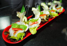 Στενός επάνω πιατελών μιγμάτων θαλασσινών, μπουφές θαλασσινών, θαλασσινά τρώει το εστιατόριο Στοκ φωτογραφίες με δικαίωμα ελεύθερης χρήσης