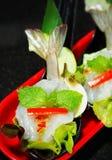 Στενός επάνω πιατελών μιγμάτων θαλασσινών, μπουφές θαλασσινών, θαλασσινά τρώει το εστιατόριο Στοκ Φωτογραφίες