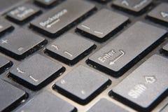 Στενός επάνω πληκτρολογίων υπολογιστών Η εστίαση σε ` ΕΙΣΆΓΕΙ το κουμπί ` Στοκ Φωτογραφία